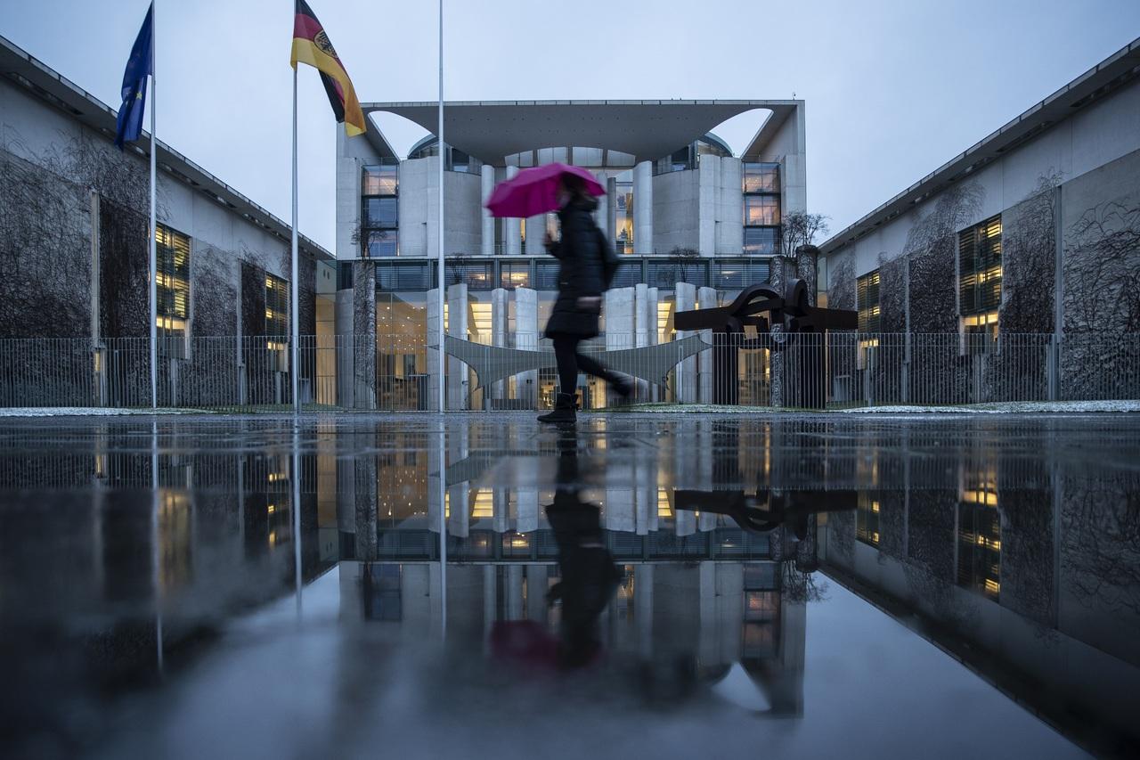 Seguirá cerrado el comercio no esencial: Merkel