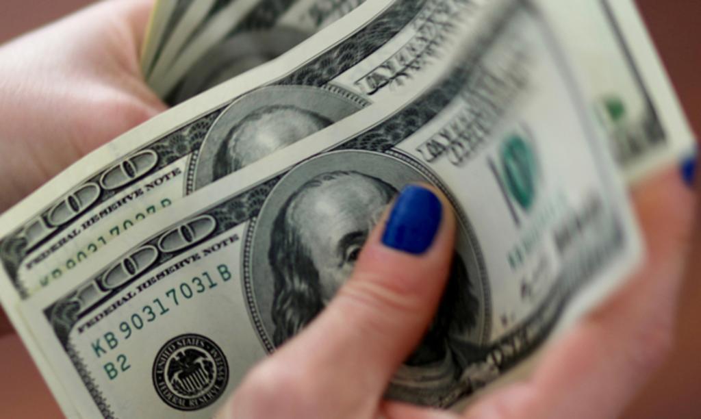 En primer día de Biden, peso amplía ganancias frente a dólar