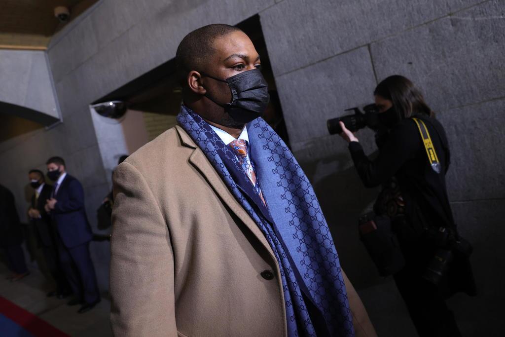 Policía héroe del Capitolio escoltó a Kamala Harris en la investidura