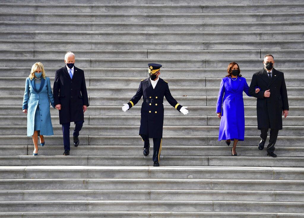 Jill Biden y Kamala Harris transmiten 'tranquilidad' y 'entendimiento' con su vestimenta