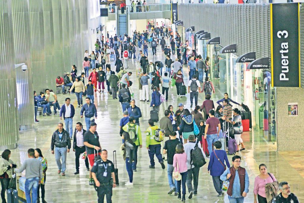 Recibe Aeropuerto de CDMX 56 % menos viajeros en 2020 que el año previo