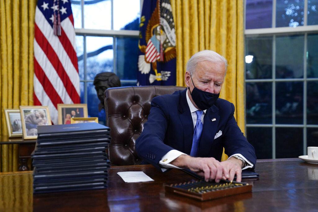 Joe Biden firma sus primeros decretos: regresa al Acuerdo de París y a la OMS