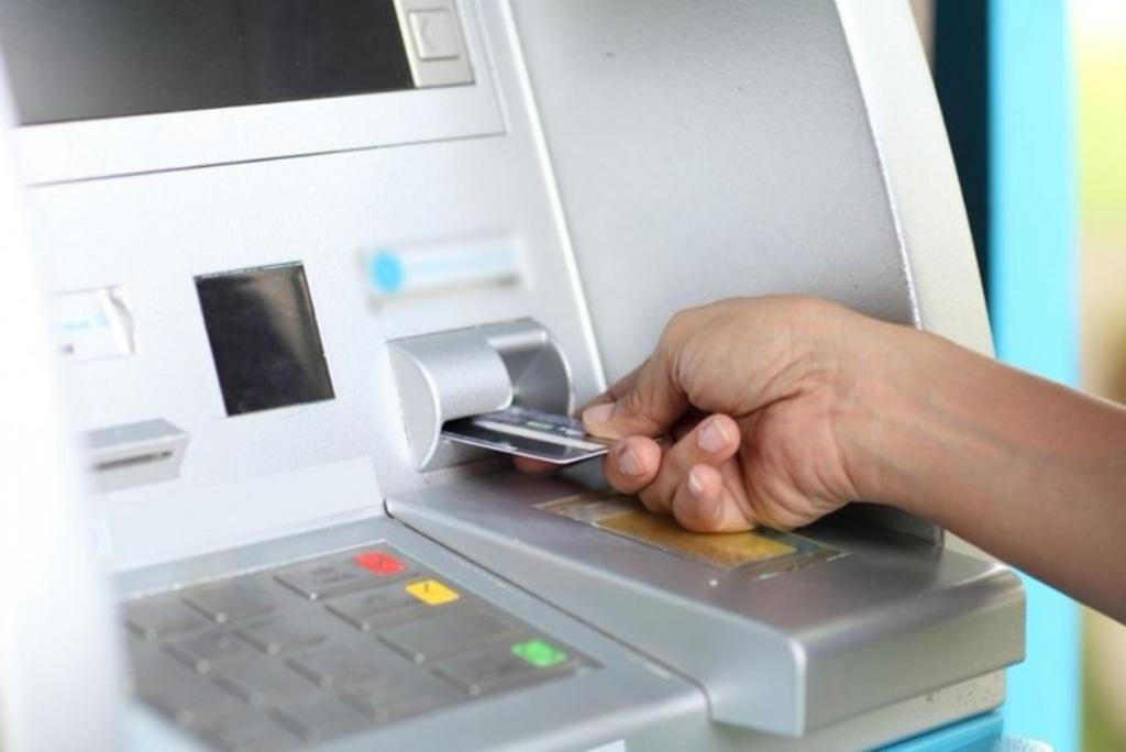 Cofece multa a siete bancos por colusión en operaciones