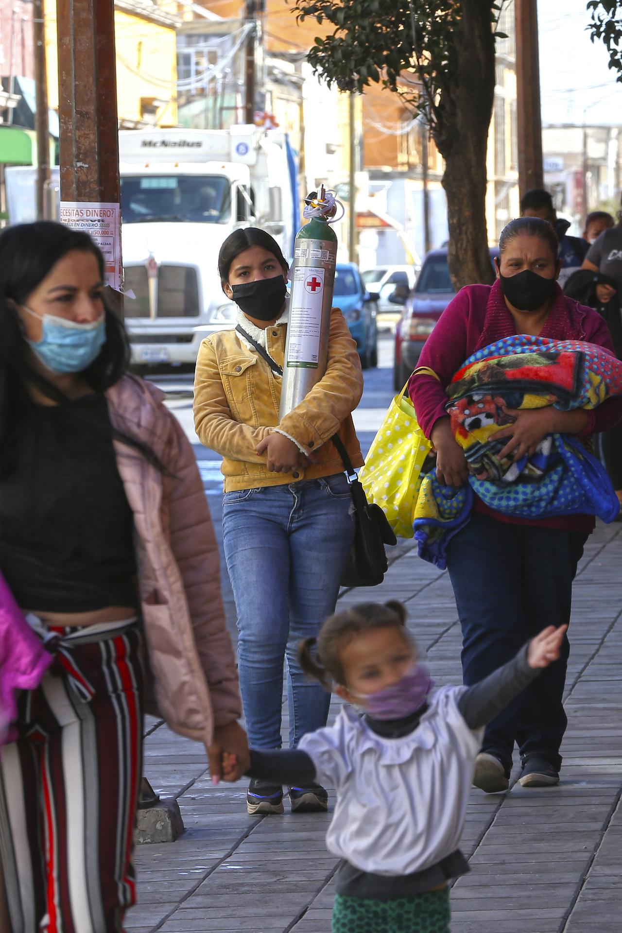 Urgen a apoyar con recarga de oxígeno a personas con Covid en Durango