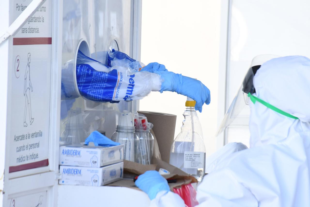Baja 70% aplicación de pruebas Covid