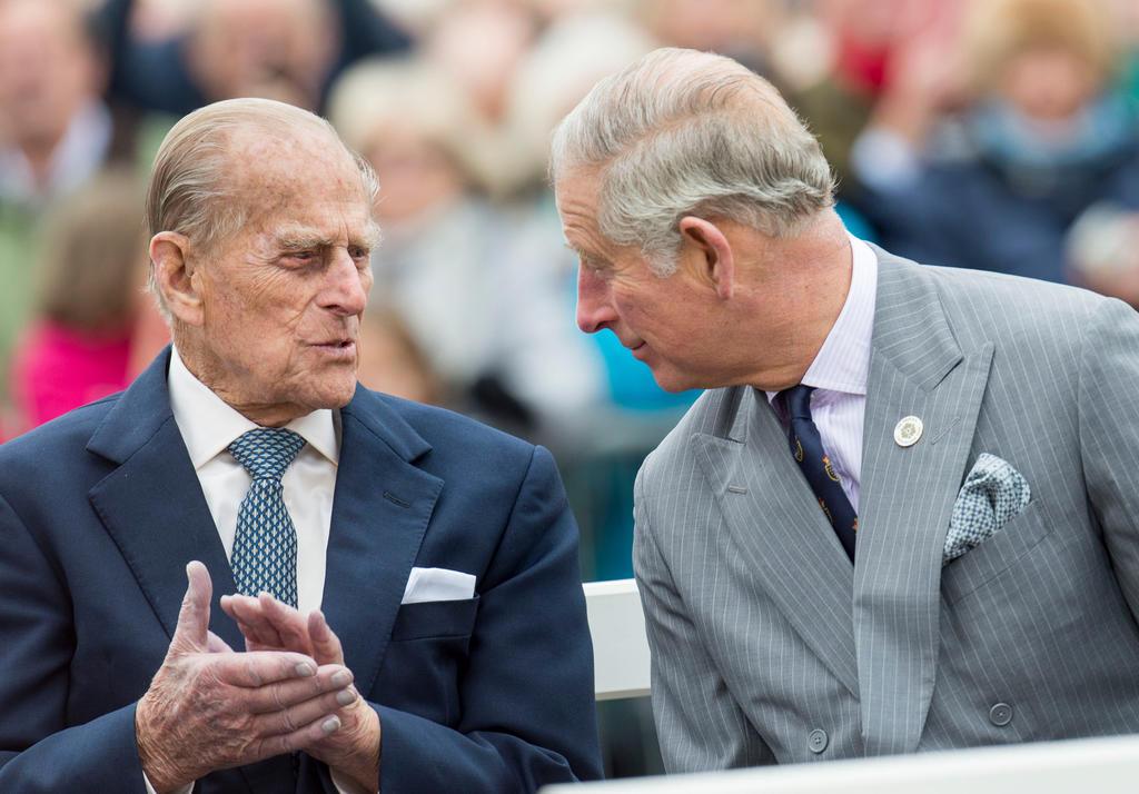 Príncipe Carlos visita a su padre el duque de Edimburgo en hospital
