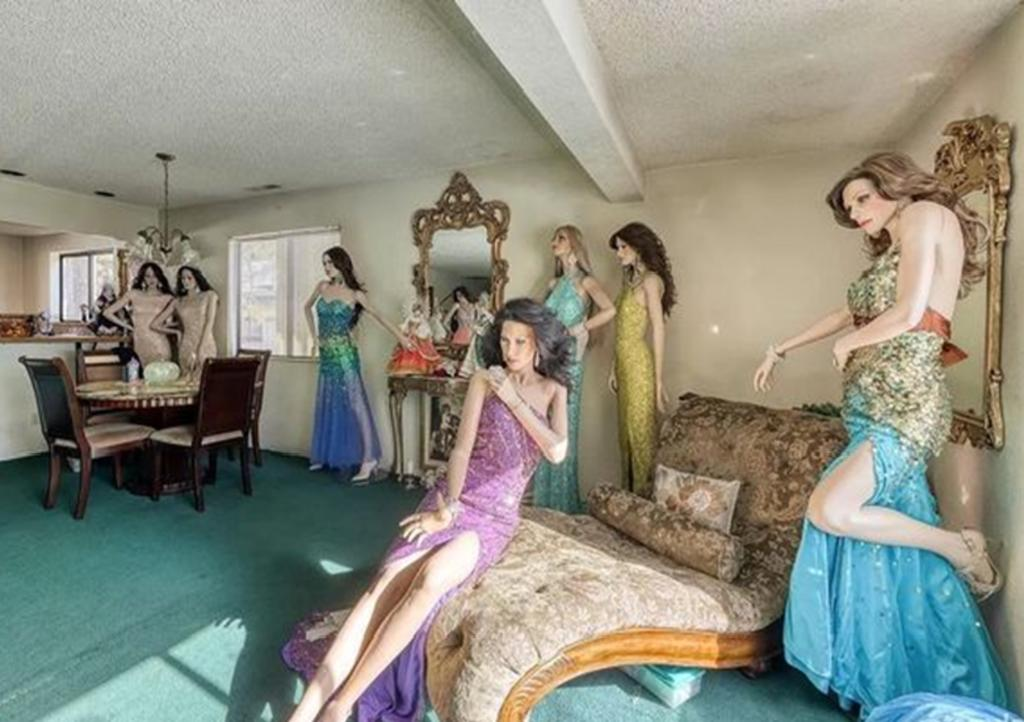 Casa en venta llena de maniquís se hace viral