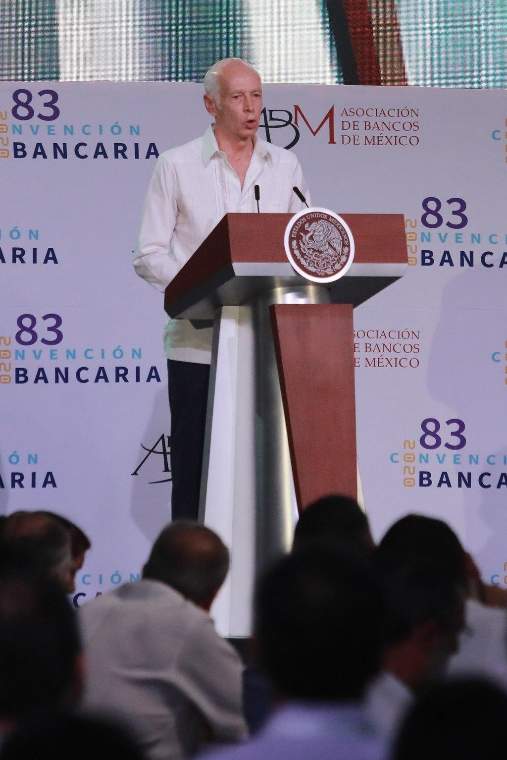 Crece ahorro en México; cae crédito