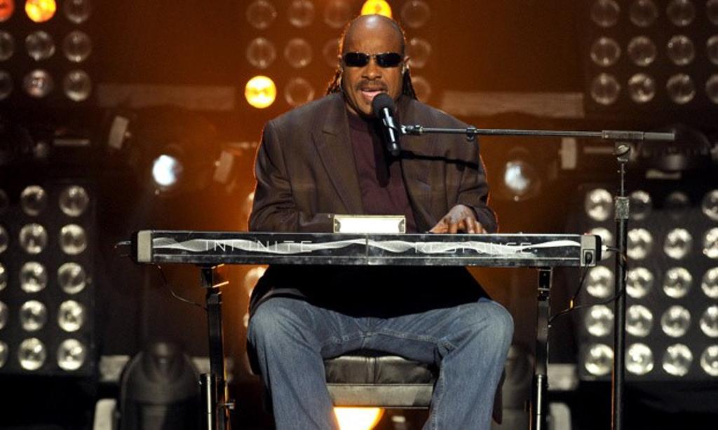 Huye Stevie Wonder de EUA tras agitación política