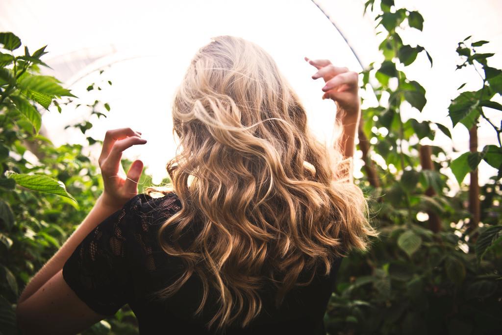 Crea ondas perfectas en tu cabello sin calor