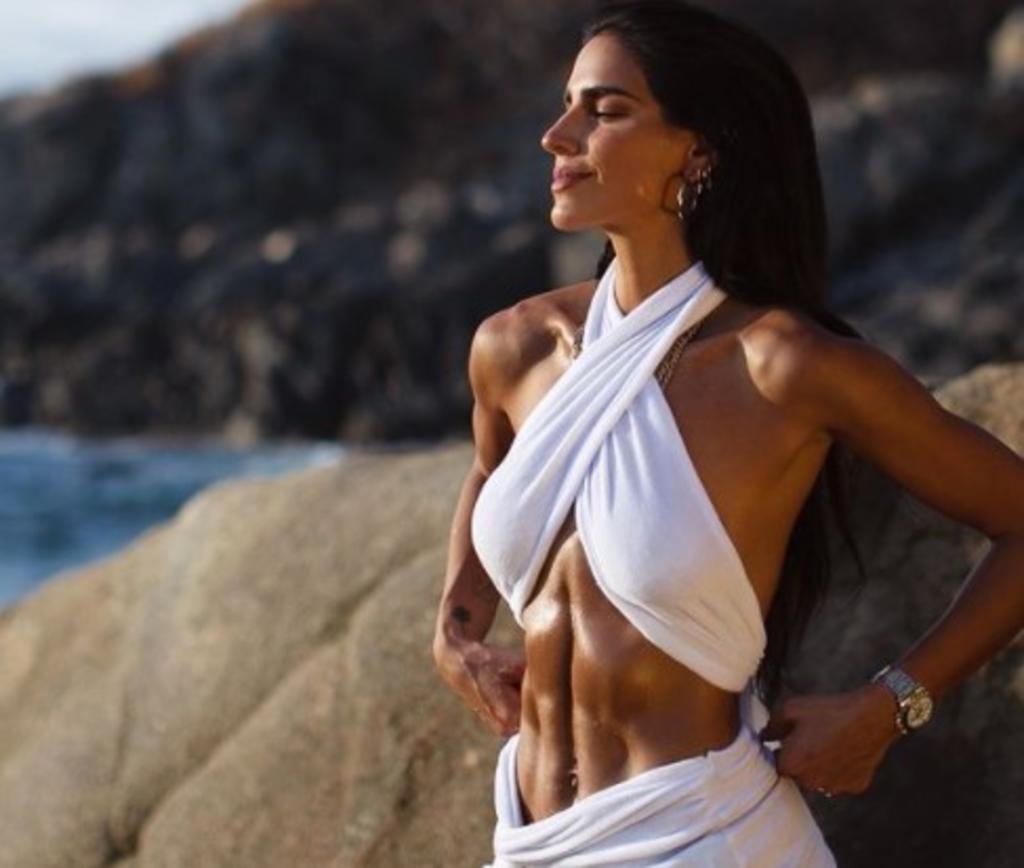 Bárbara de Regil muestra sus estrías y promueve el amor propio