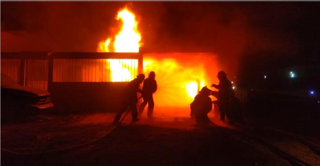 Se registra incendio de toma clandestina en Edomex