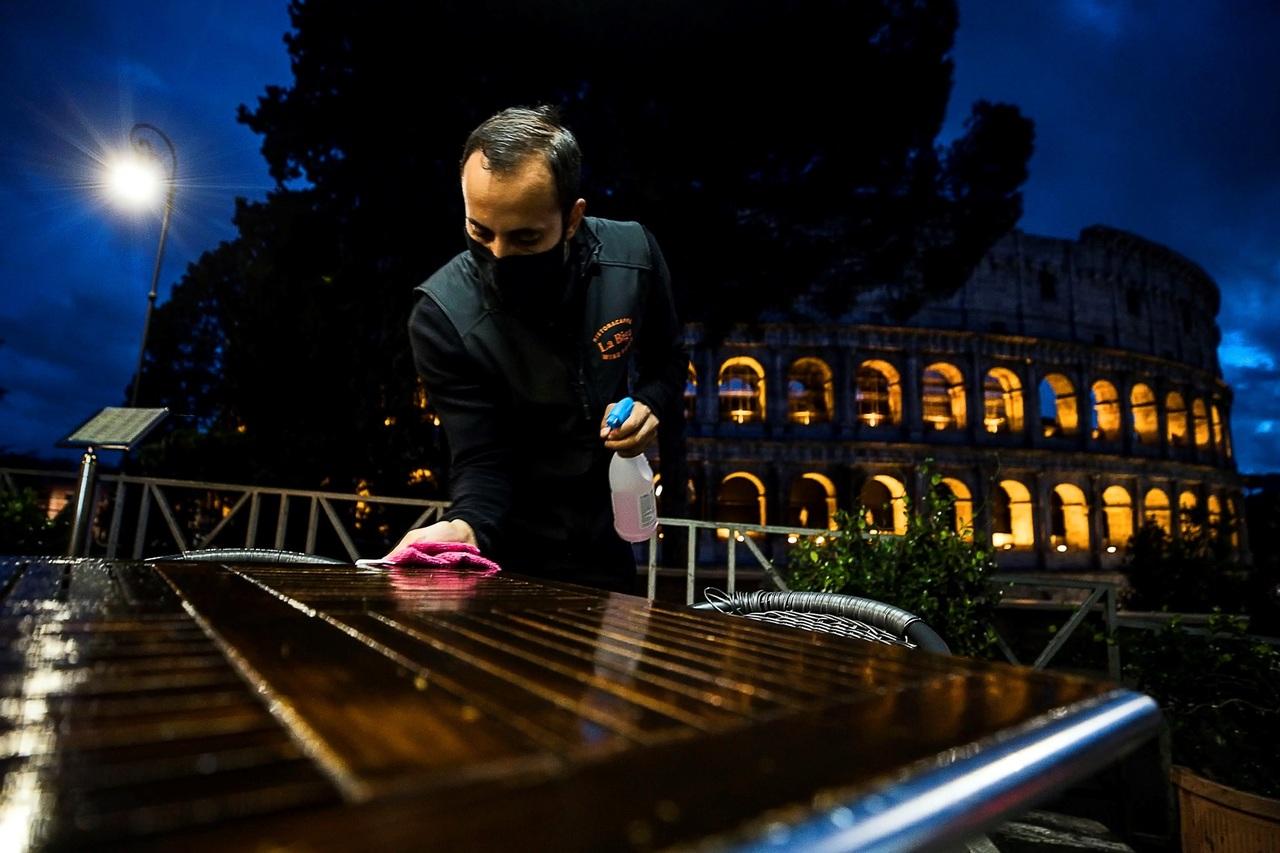 Italia perderá 5 mmde  por el cierre de bares