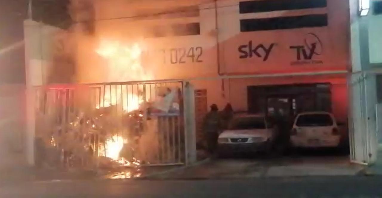 Incendio en comercio de calle Canelas deja cuantiosos daños