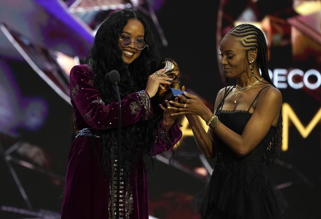 H.E.R. gana con I Can't Breathe a canción del año en los Grammy
