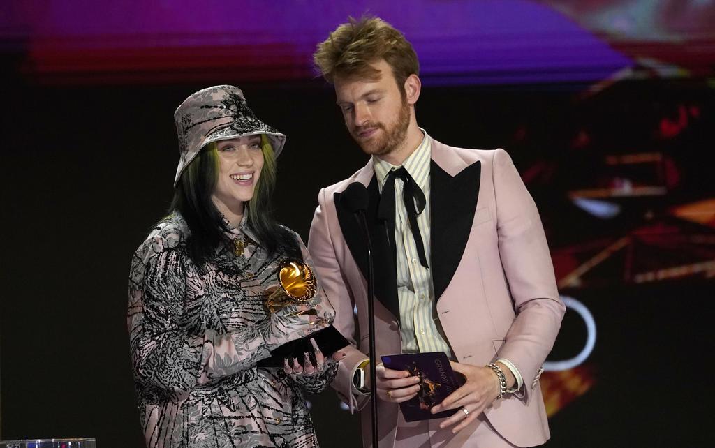 Billie Eilish se lleva el Grammy a grabación del año