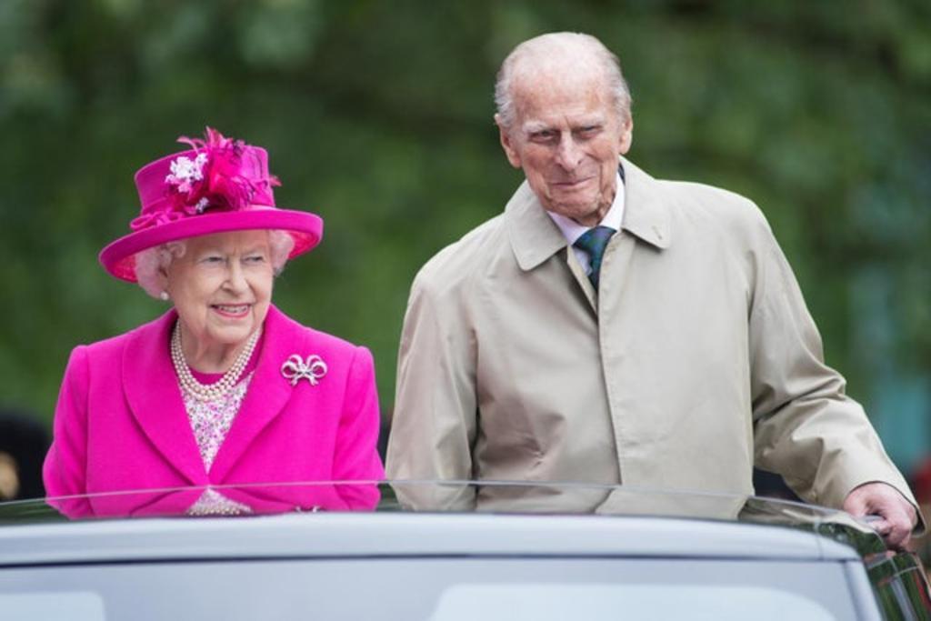 El duque de Edimburgo deja el hospital tras 28 días internado