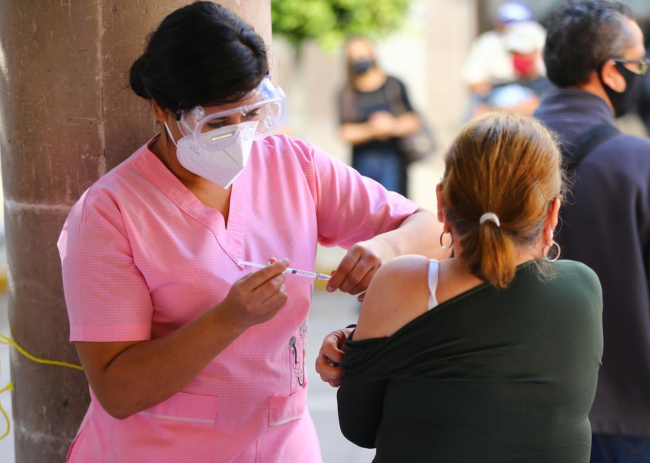 Critican lentitud en la vacunación Covid en Durango
