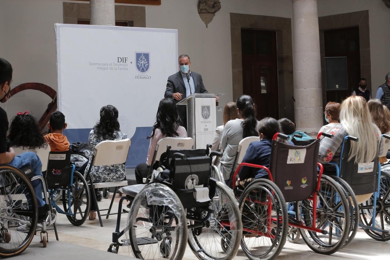 Mejoran la movilidad de personas con discapacidad