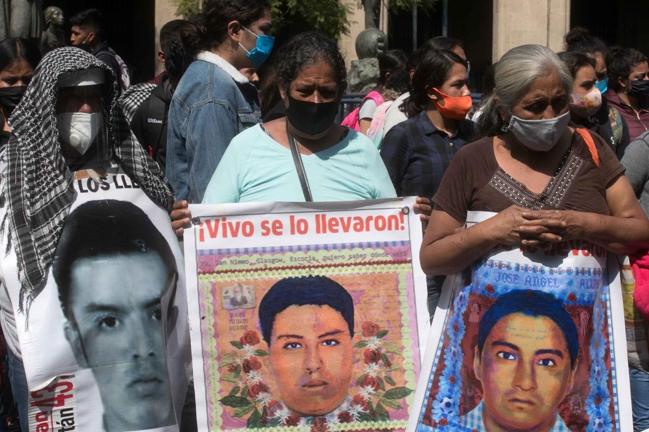 Padres de los 43 piden a Félix Salgado hallar a sus hijos