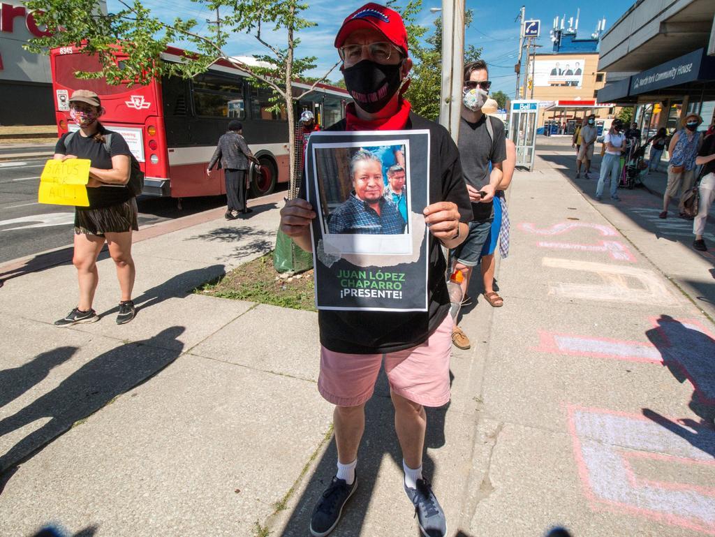 Comienzan a vacunar contra COVID-19 a jornaleros mexicanos en Canadá