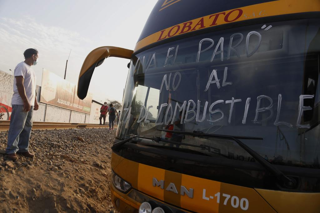 Amenazan transportistas con huelga más grande en una década en Perú
