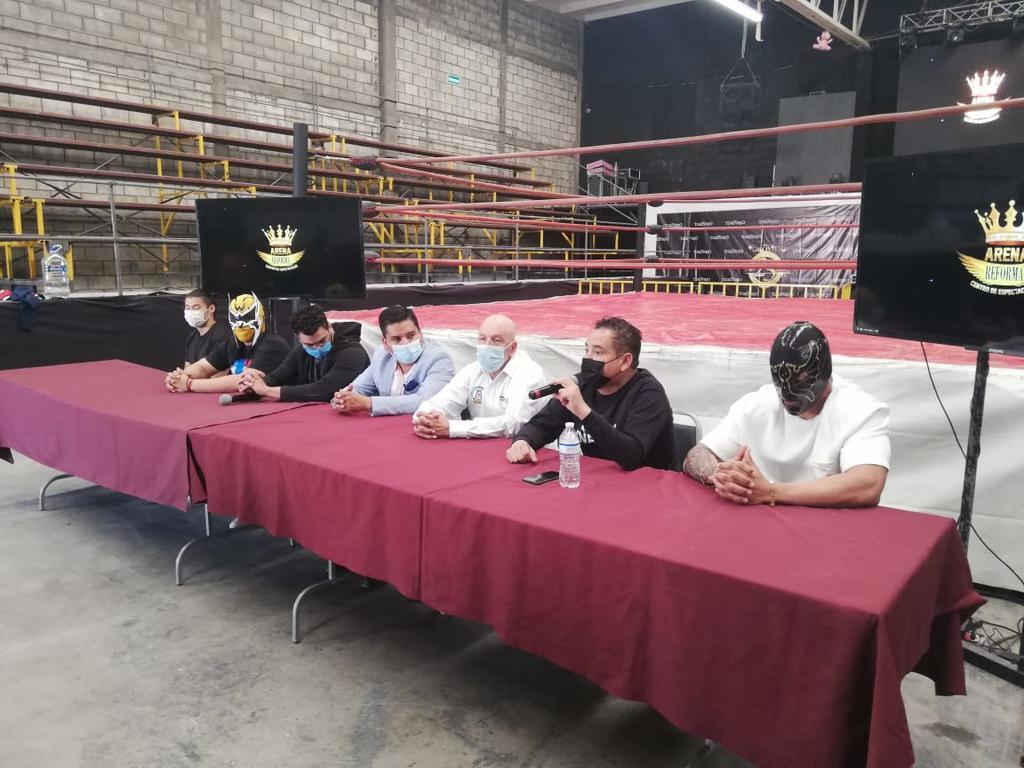Inician contiendas de lucha libre en la Arena Reforma