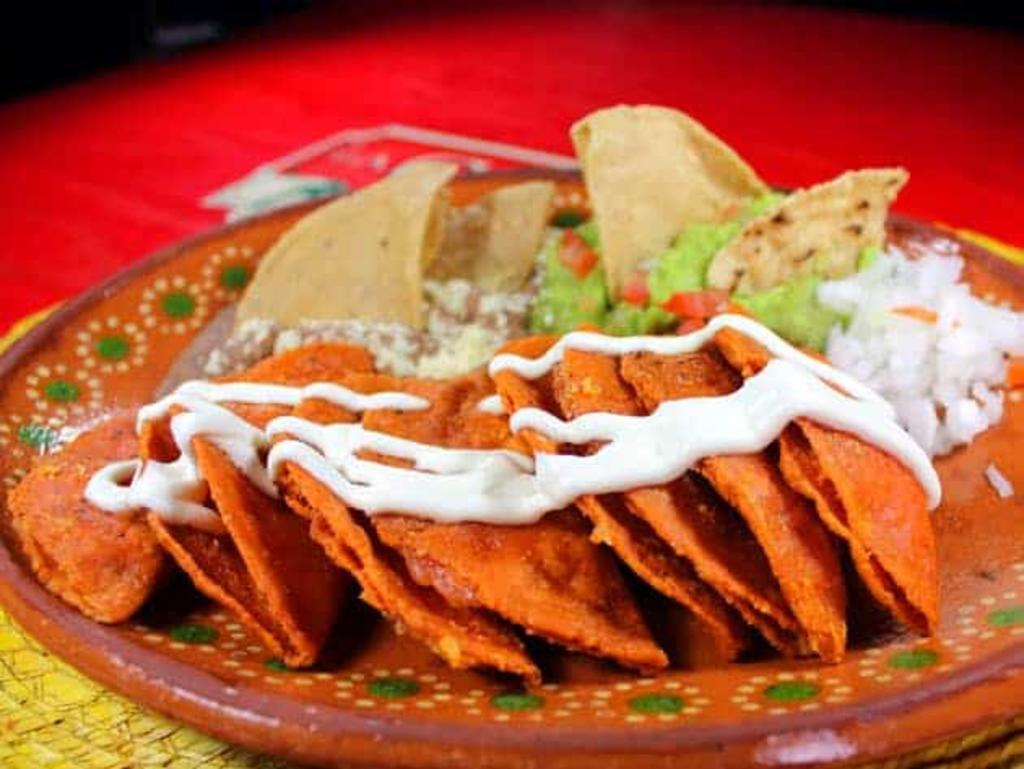 Las enchiladas en salsa de cacahuate al estilo San Luis Potosí