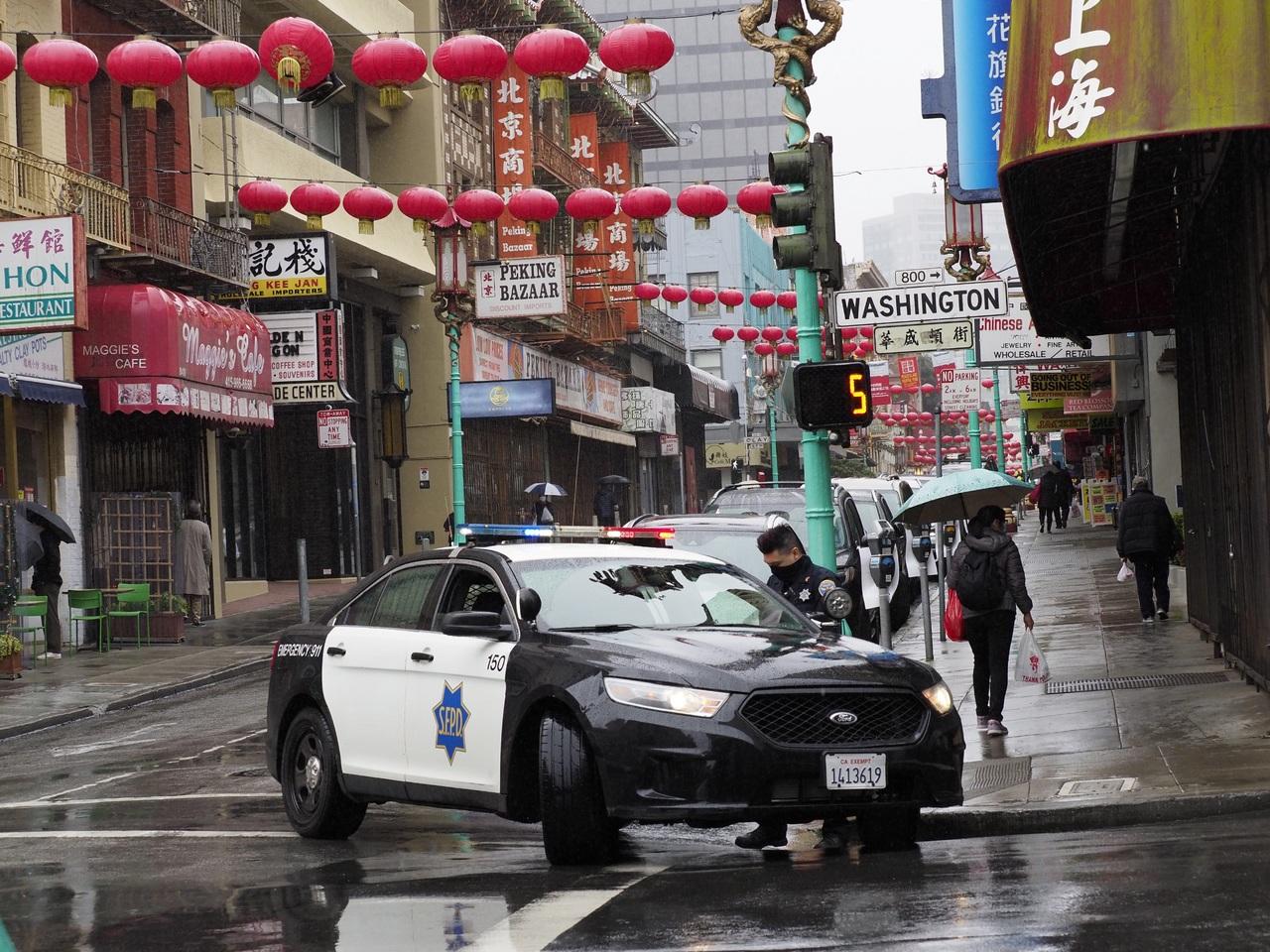 Mandan más policías a Chinatown tras atentado