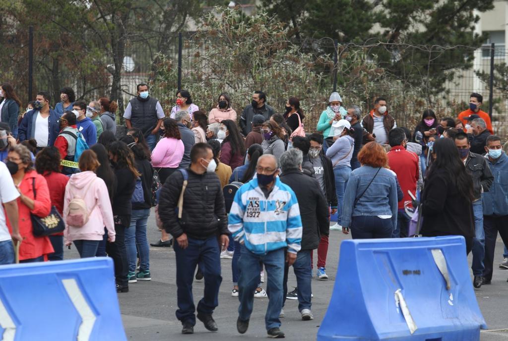 Aglomeran jóvenes registro de UNAM
