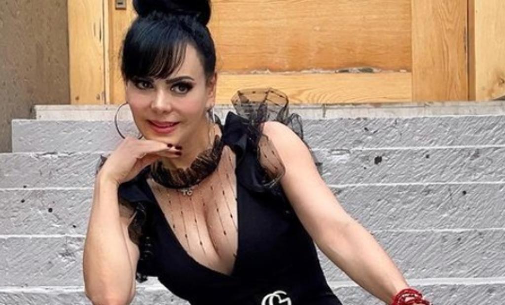Maribel Guardia 'presume' pierna con vestido rojo