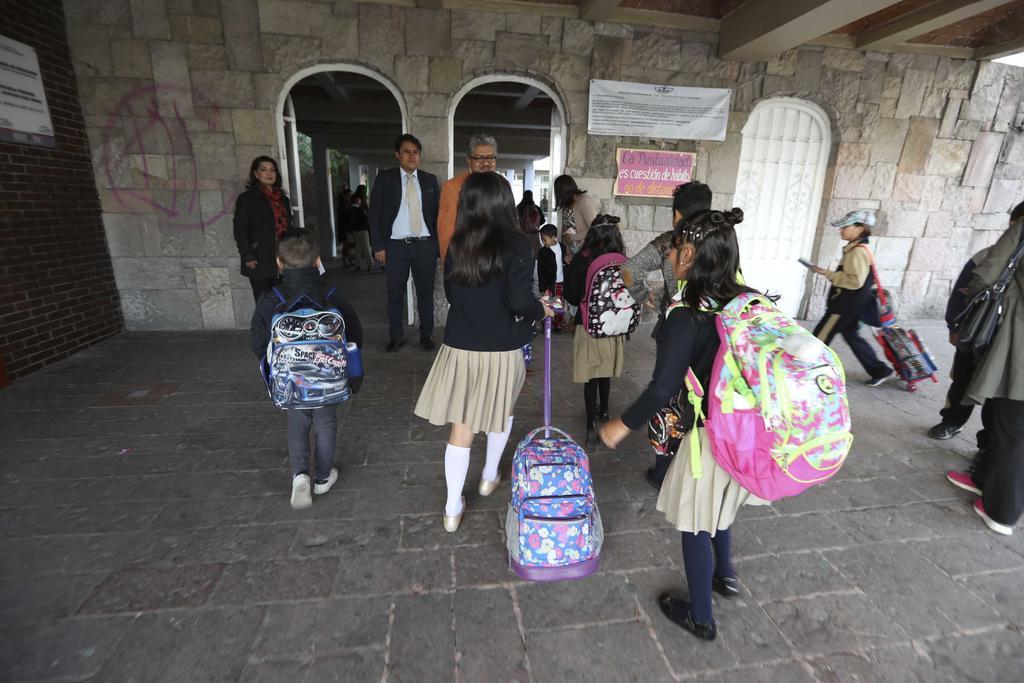 Evalúan Salud y de Educación Pública acciones para regreso presencial a clases