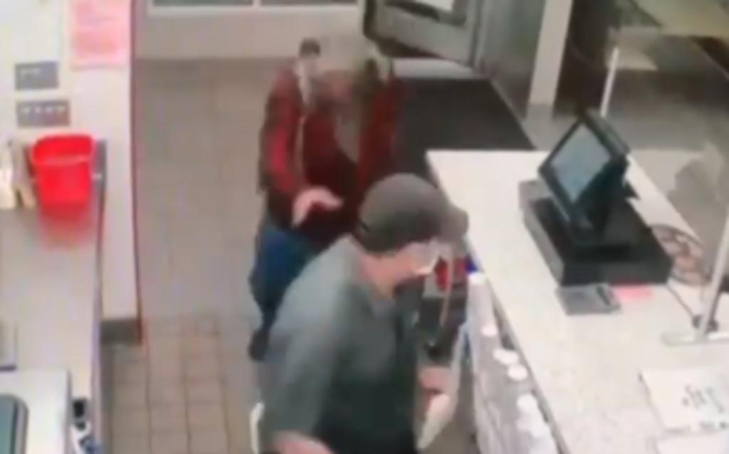 Gerente de restaurante es apuñalado por cliente que se rehusó a ponerse cubrebocas