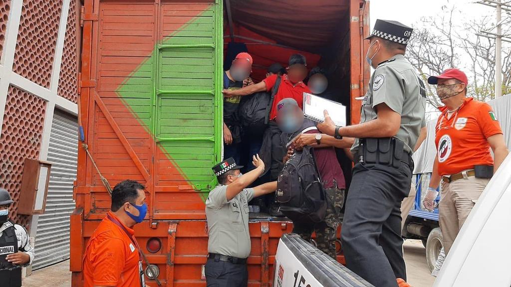 Interceptan a grupo de 329 migrantes en Chiapas