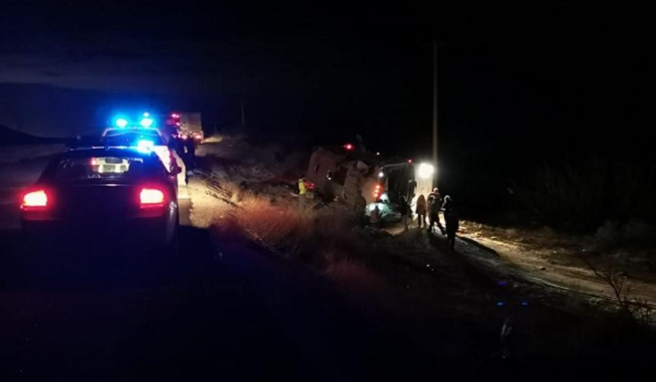 Autobús que salió de Durango vuelca en carretera a Juárez; 4 muertos y varios lesionados