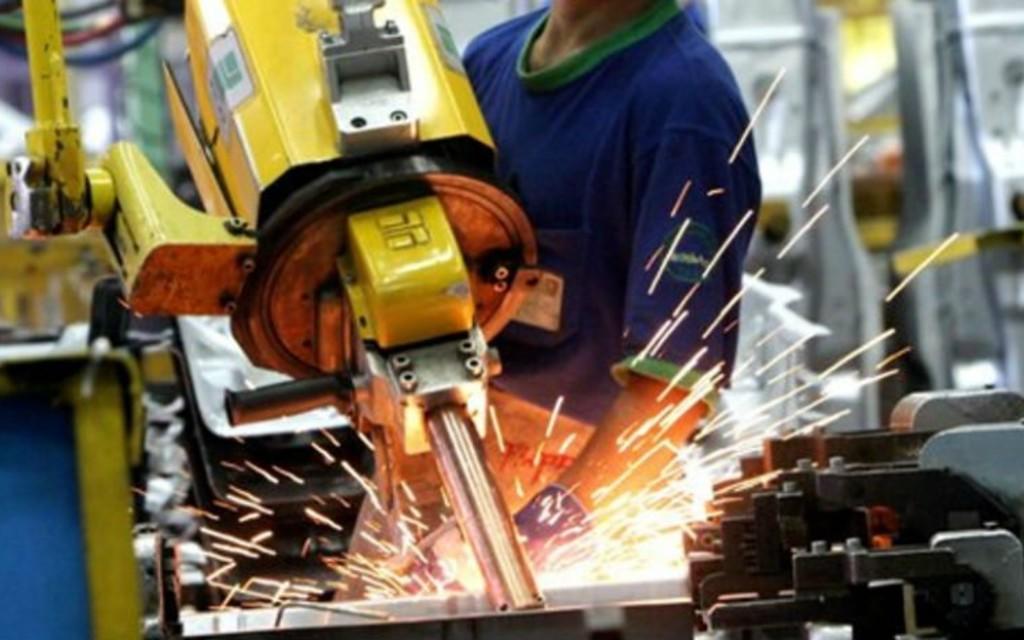 Empleo manufacturero liga ocho meses al alza en enero de 2020: Inegi