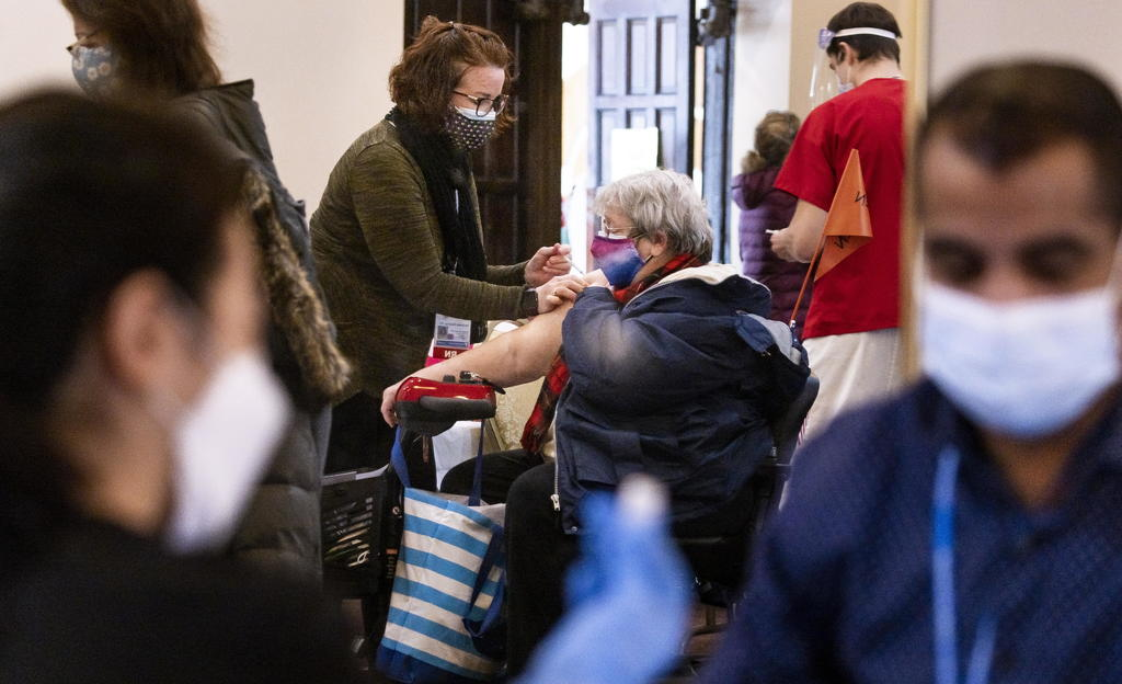 Abre Nueva York posibilidad de vacunarse a los mayores de 50 años