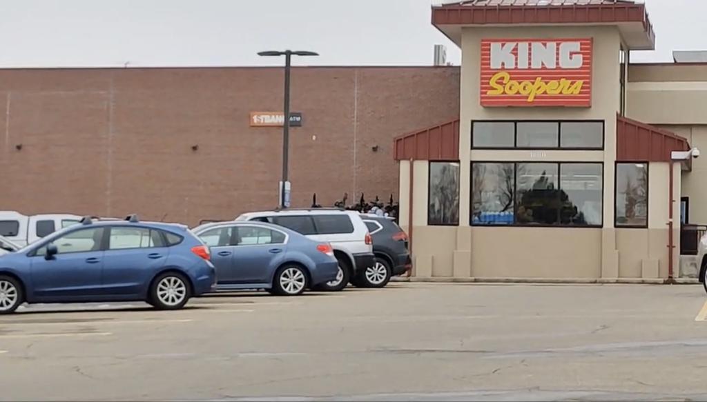 Reportan tiroteo en supermecardo de Boulder, Colorado
