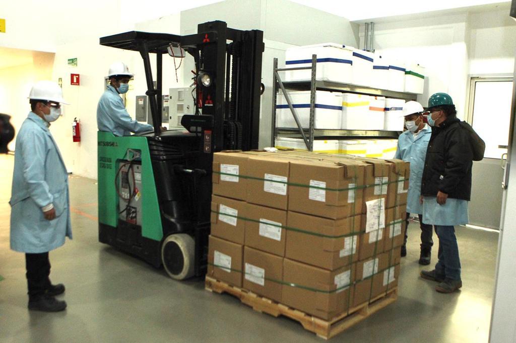 Dan banderazo a primera entrega de vacunas de CanSino envasadas en Querétaro