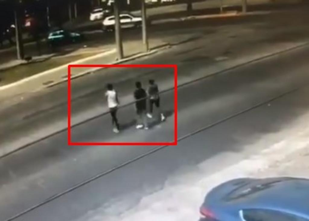 Conductor arrolla a sus asaltantes en Guadalajara