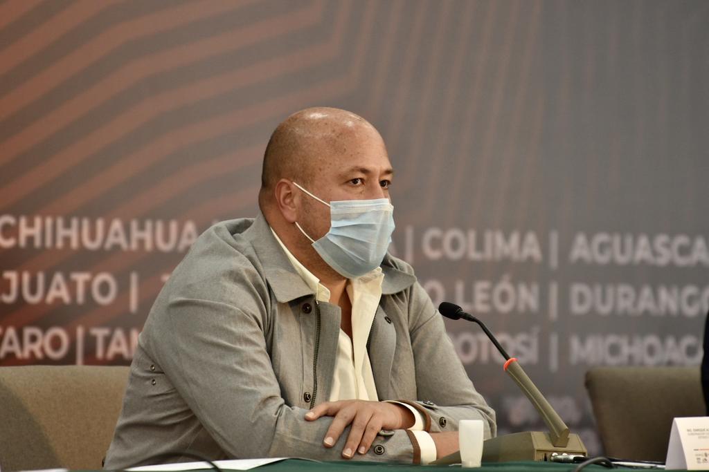 Señala Alfaro a funcionarios estatales por incluir a familiares en vacunación contra COVID