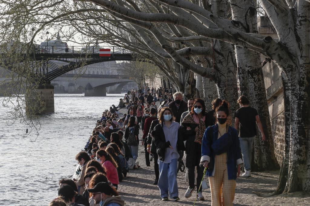 Francia extiende los confinamientos por pandemia