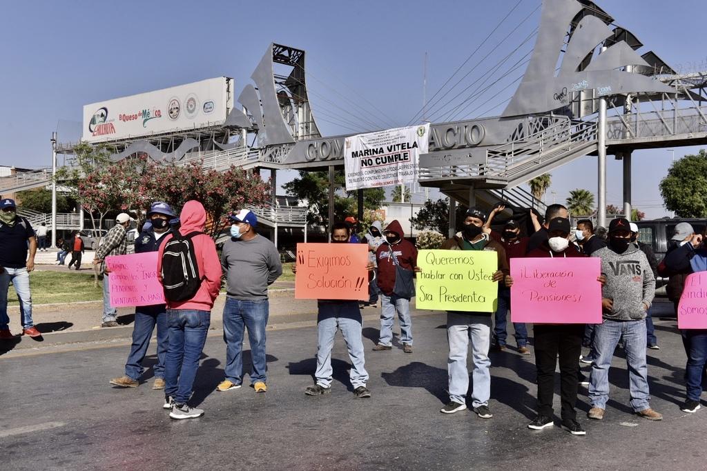 Bloqueo de trabajadores desata caos vial en Gómez Palacio