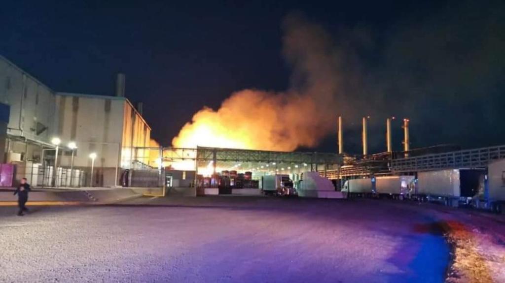 Arde papelera Kimberly Clark en Querétaro