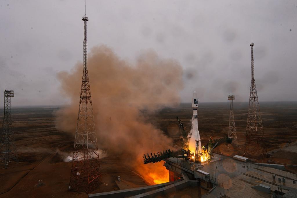Cohete ruso pone en órbita 36 satélites de compañía británica OneWeb