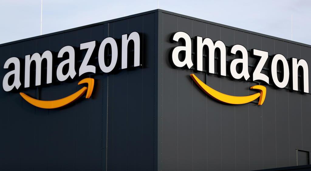 Vacunará Amazon a empleados en sus almacenes en EUA