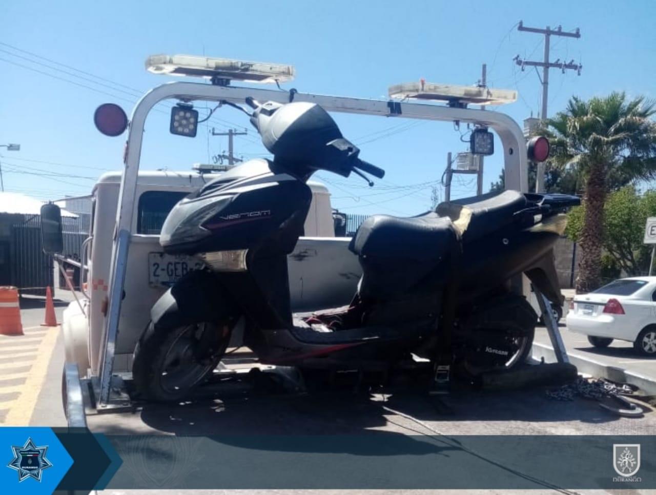 Encuentran abandonada motoneta robada