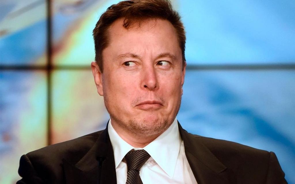 'Tesla superará a Apple'; asegura Elon Musk en un tuit antes de arrepentirse y borrarlo