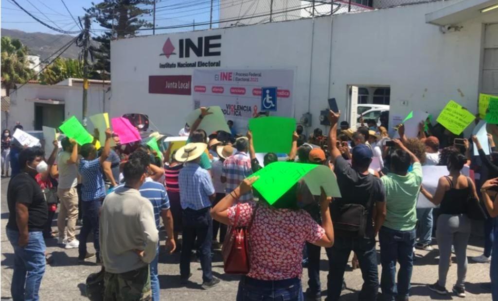 Protestan simpatizantes de Salgado Macedonio contra INE en Guerrero