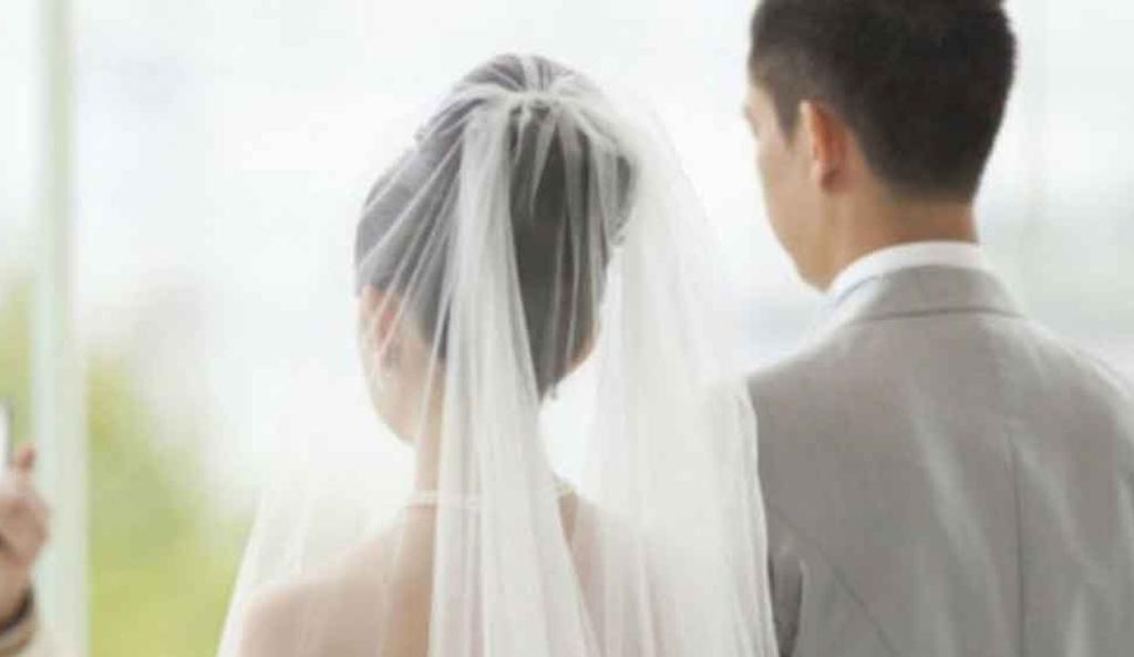 Mujer estuvo 20 años casada sin saberlo